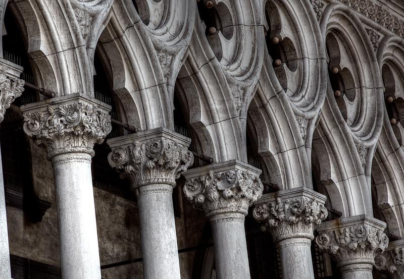Santo Marco Pillars.jpg