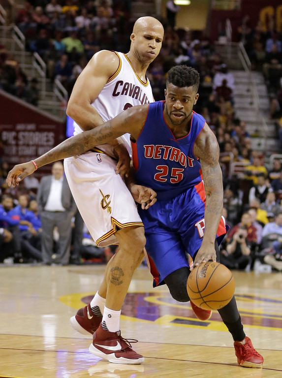 . Detroit Pistons\' Reggie Bullock (25) drives past Cleveland Cavaliers\' Richard Jefferson (24) during the second half of an NBA basketball game Wednesday, April 13, 2016, in Cleveland. The Pistons won 112-110 in overtime. (AP Photo/Tony Dejak)