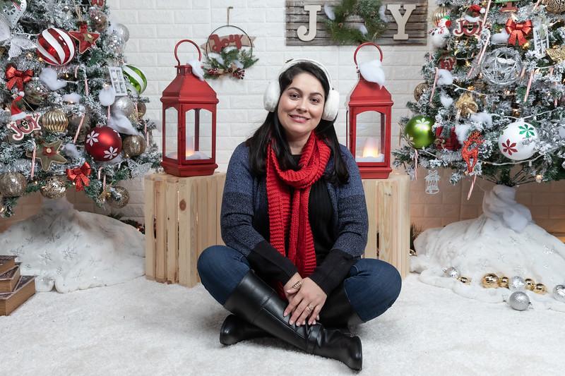 12.21.19 - Marceli's Christmas Photo Session 2019 - -27.jpg