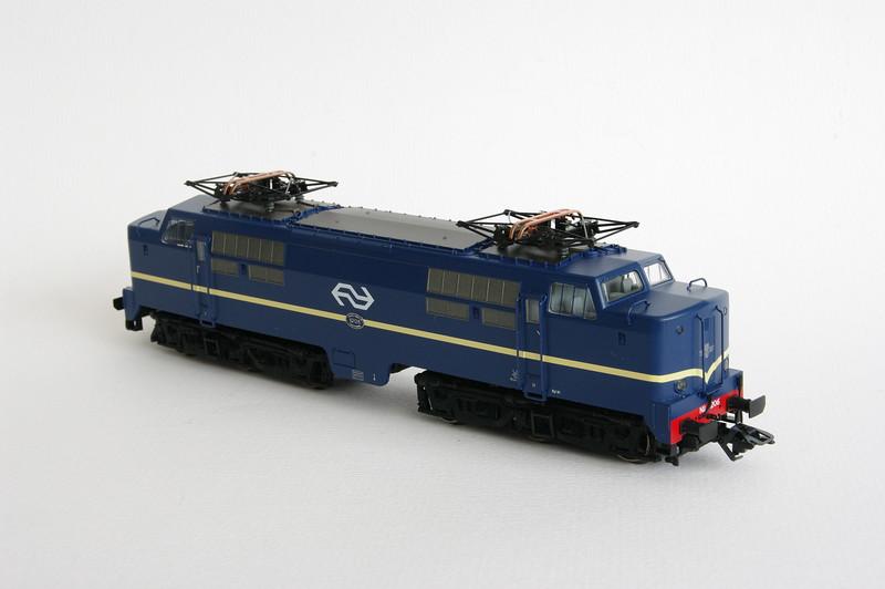 37121.1 NS 1206 Berlijns Blauw met logo 4.jpg