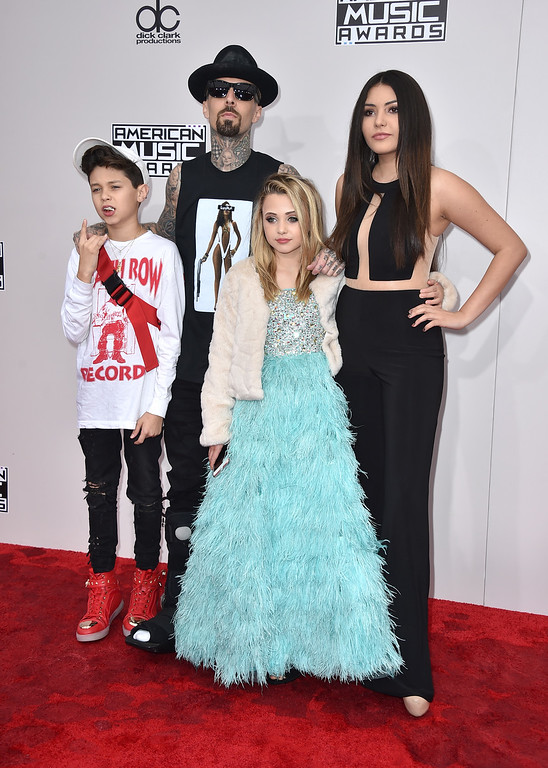 . Travis Barker, second left, poses with Landon Asher Barker,  left, Alabama Luella Barker, and Atiana de la Hoya, right, at the American Music Awards at the Microsoft Theater on Sunday, Nov. 20, 2016, in Los Angeles. (Photo by Jordan Strauss/Invision/AP)