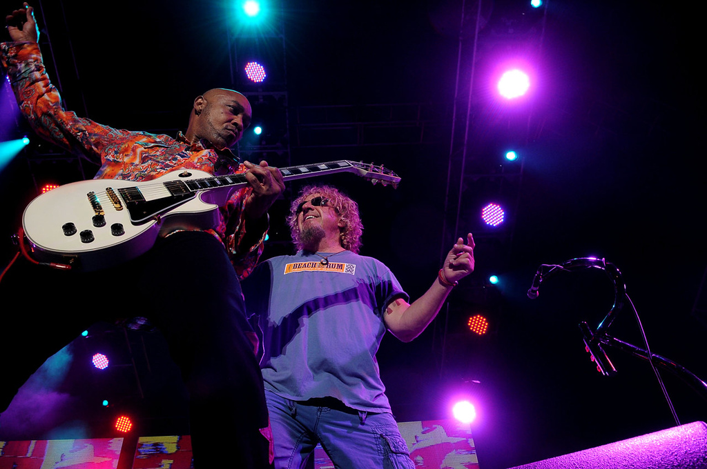 . Sammy Hagar performs along with guitarist Vic Johnson. (Pioneer Press: Sherri LaRose-Chiglo)