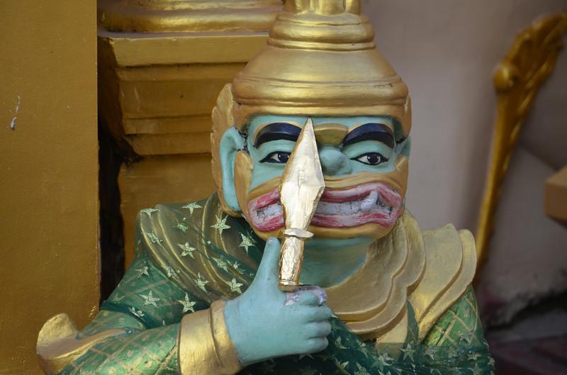 DSC_3764-shwedagon-paya-green-creature.JPG