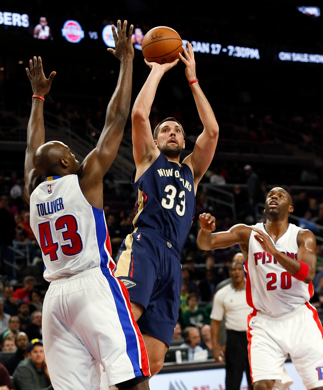 . New Orleans Pelicans forward Ryan Anderson (33) shoots on Detroit Pistons forward Anthony Tolliver (43) as Jodie Meeks (20) watches during the second half of an NBA basketball game in Auburn Hills, Mich., Wednesday, Jan. 14, 2015. (AP Photo/Paul Sancya)