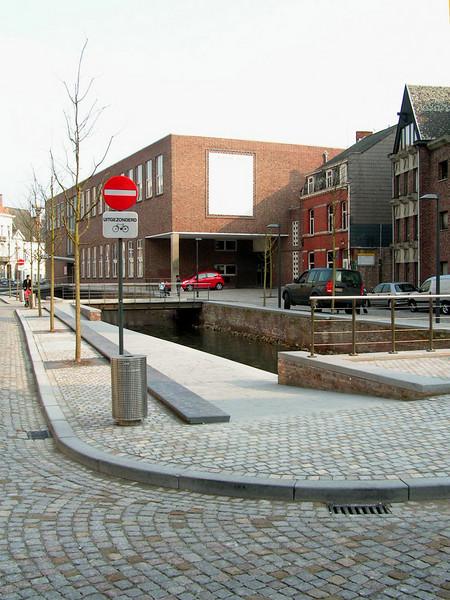 Het benaming Nieuwe Melaan dateert uit 1235. In 1289 is voor het eerst sprake van de Oude Melaan. Dat betekent dat de Nieuwe Melaan in 1289 zeker al bestond. Het lijkt erop dat de Nieuwe Melaan tussen 1235 en 1289 gegraven is, maar dat is niet 100% zeker. De Melaan werd in 1913 gedempt als een van de laatste vlieten in het toenmalige Mechelen.