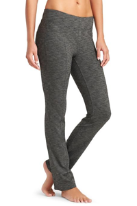 Fashionable Sweatpants for long flights | Holiday Gifts for Travelers