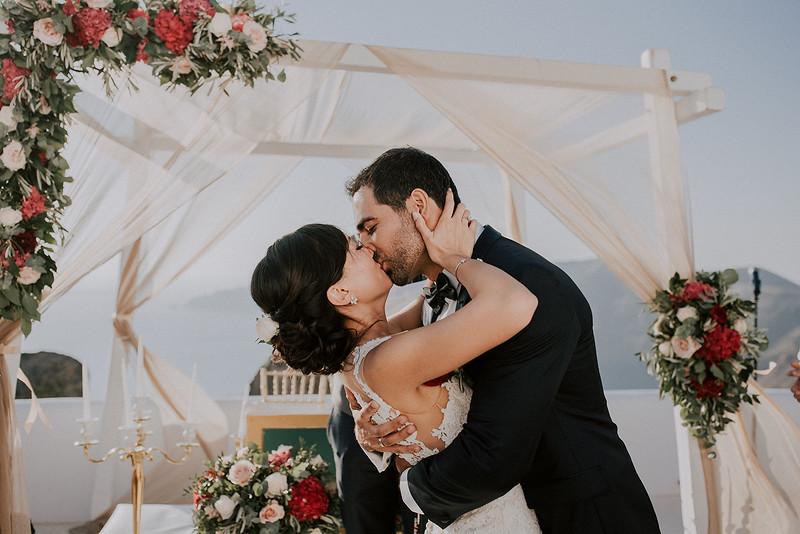 Tu-Nguyen-Destination-Wedding-Photographer-Santorini-Rocabella-Hotel-Euna-Ehsan-414.jpg