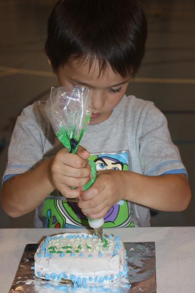 Mid-Week Adventures - Cake Decorating -  6-8-2011 148.JPG