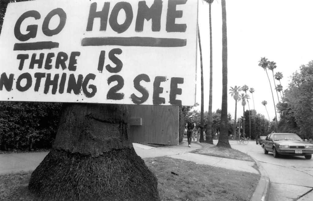 . A sign posted one block south of the murder scene of Nicole Brown Simpson and Ronald Goldman in Brentwood advises onlookers to stay away from neighborhood.  (1994)   (Los Angeles Daily News file photo)