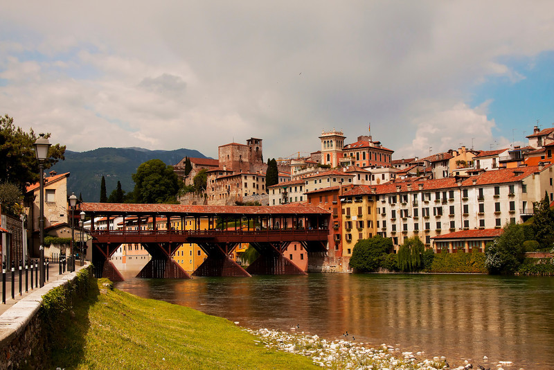 Bridge in Bassano del Grappa.jpg
