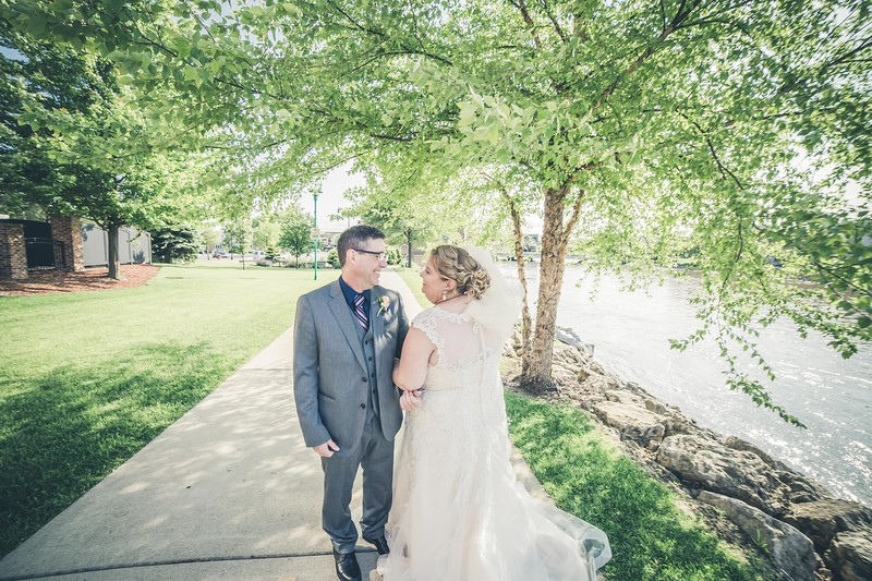 Beloit-WI-Ironworks-hotel-Wedding-Photographere_m_74.jpg
