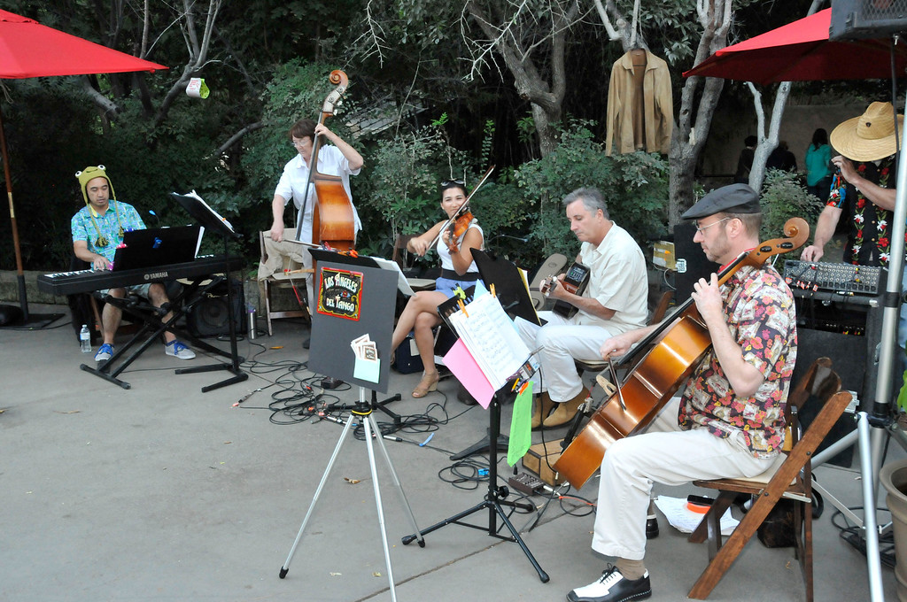 . Guests at the Greater Los Angeles Zoo Association\'s Sunset Safari enjoyed musical entertainment from three groups, including Los Angeles del Tango Ensemble.  (Photo by George Stoneman for the Daily News)