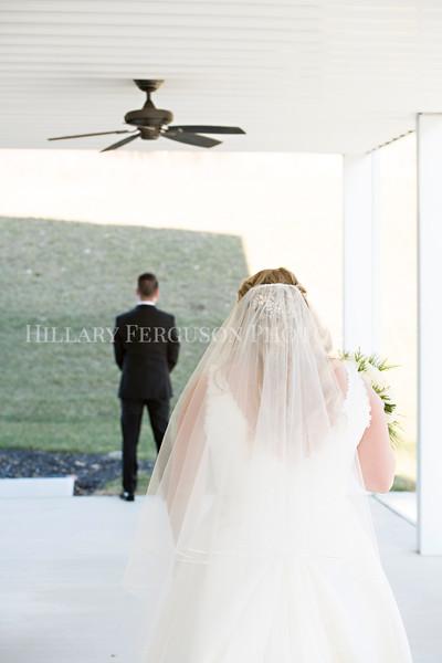 Hillary_Ferguson_Photography_Melinda+Derek_Getting_Ready359.jpg