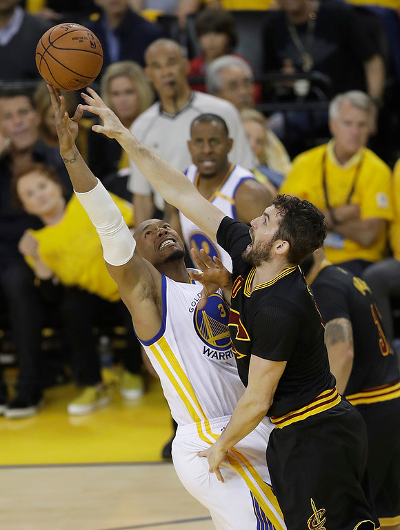 . Golden State Warriors forward David West, left, shoots against Cleveland Cavaliers forward Kevin Love during the first half of Game 5 of basketball\'s NBA Finals in Oakland, Calif., Monday, June 12, 2017. (AP Photo/Marcio Jose Sanchez)