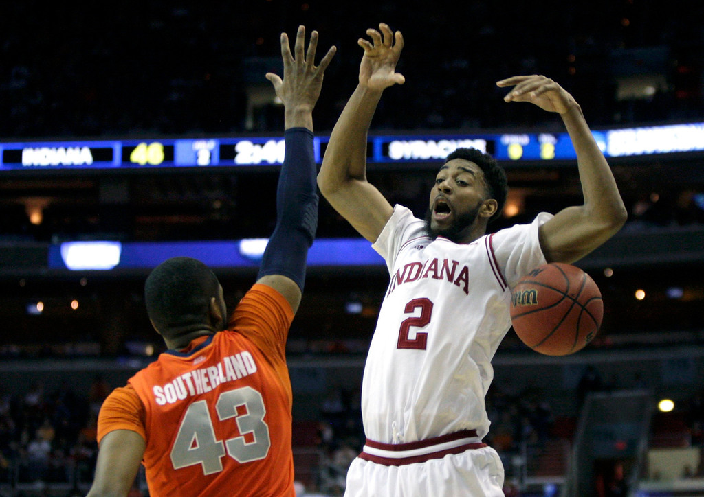 . Syracuse Orange forward James Southerland (L) knocks the ball away from Indiana Hoosiers forward Christian Watford during the second half in their East Regional NCAA men\'s basketball game in Washington, March 28, 2013. REUTERS/Jonathan Ernst