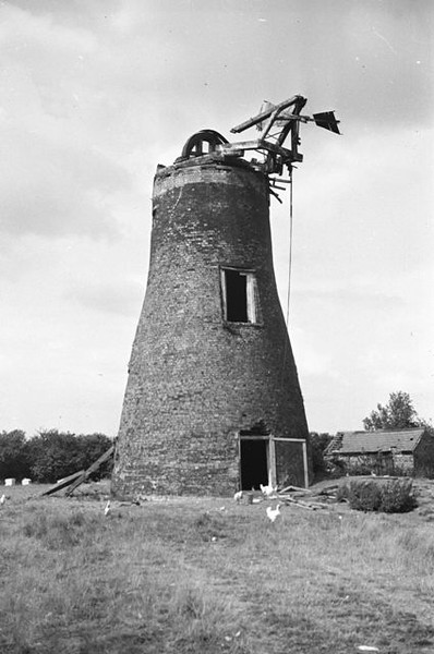 Spaldwick windmill (18th August 1935). Copyright University of Kent Special Collections. Permission has been given for its display. The photo comes from the Muggeridge Collections for mill photographs. For more information, visit: http://www.kent.ac.uk/library/specialcollections