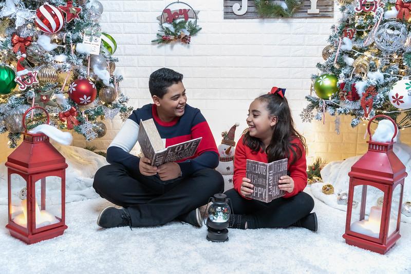 12.18.19 - Vick's Christmas Photo Session 2019 - -45.jpg