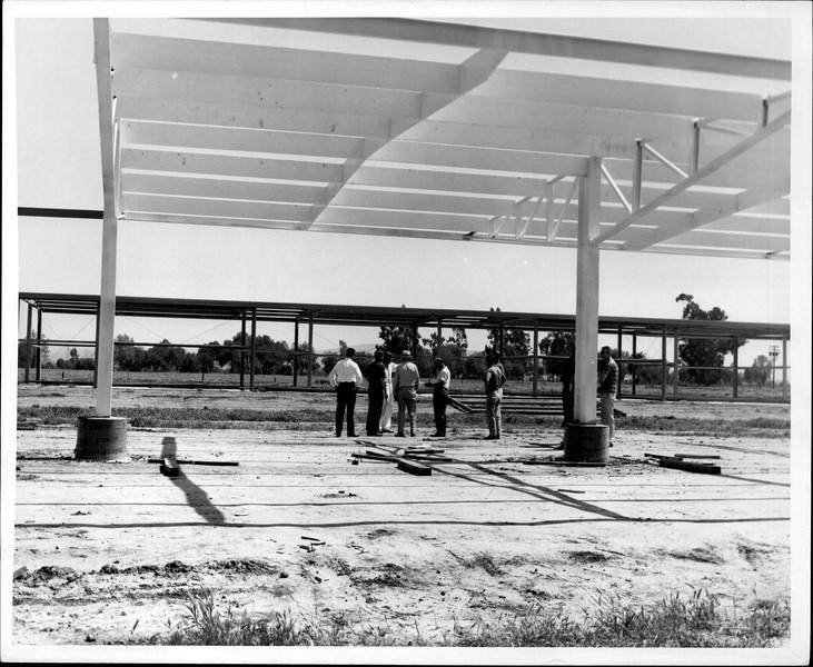 1965 06-07 RHV Hangar Const 05.jpg