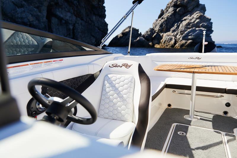 2020-SunSport-230-ob-cockpit (1).jpg