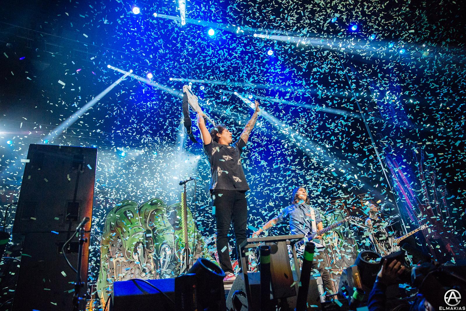 Pierce The Veil live at the APMAs 2015 by Adam Elmakias