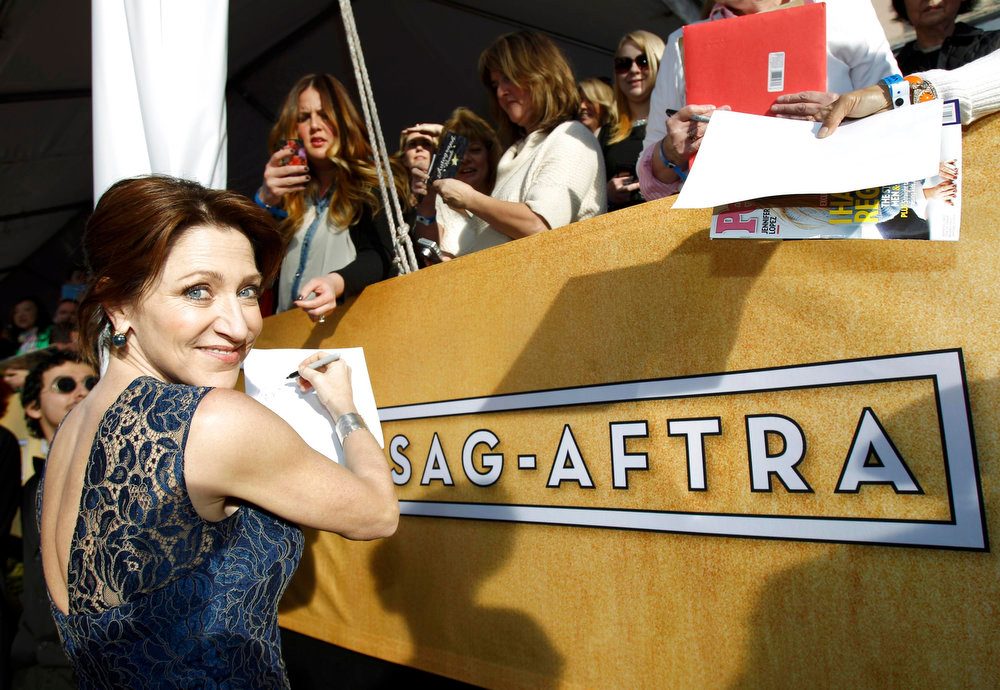 ". Actress Edie Falco of ""Nurse Jackie\"" arrives at the 19th annual Screen Actors Guild Awards in Los Angeles, California January 27, 2013.  REUTERS/Mario Anzuoni"