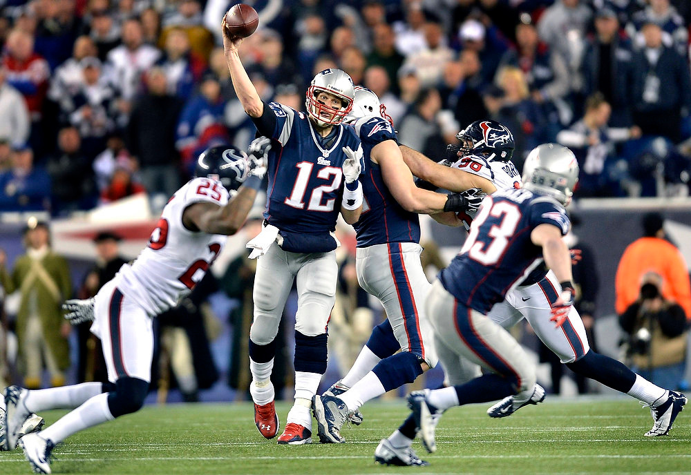 Description of . New England Patriots quarterback Tom Brady (12) throws a pass to receiver Wes Welker (83) during the third quarter of their NFL AFC Divisional playoff football game against the Houston Texans in Foxborough, Massachusetts January 13, 2013.  REUTERS/Gretchen Ertl