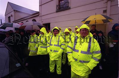 02w4N9 4_c Yellow men