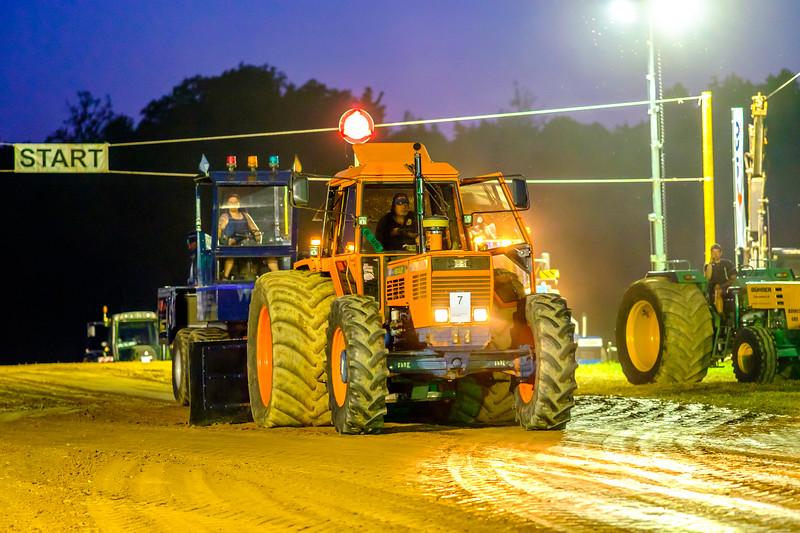 Tractor Pulling 2015-2154.jpg
