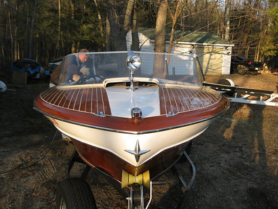 1957  21ft  Chris Craft Continental.