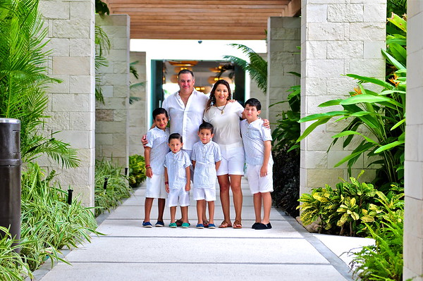 Jorge y Abigail Gonzalez Family