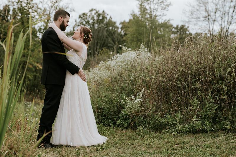 rustic_ohio__fall_barn_wedding-288.jpg