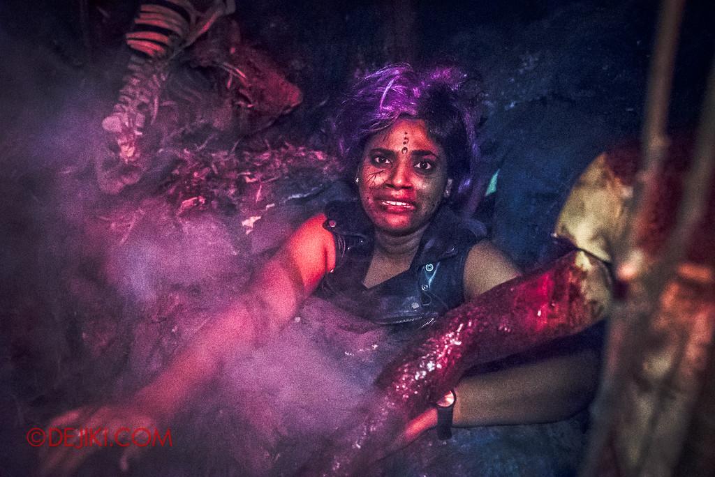 Halloween Horror Nights 6 - Salem Witch House / Girl regrets