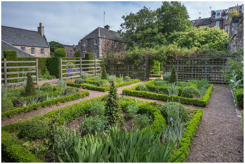 Dunbar's Close Garden, Canongate (1)
