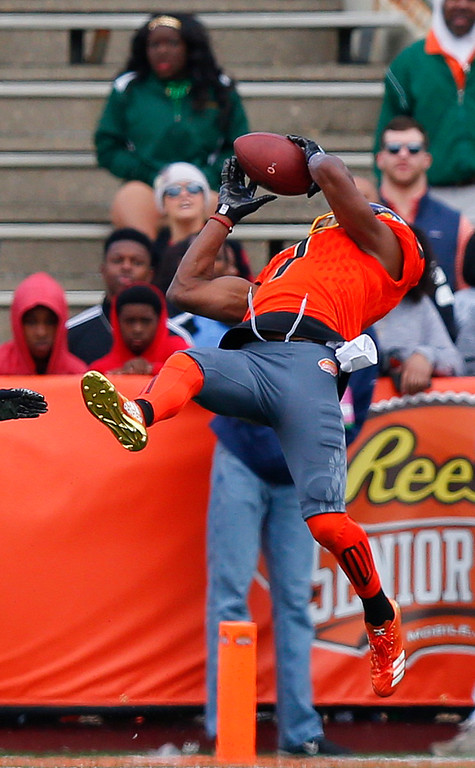 . North squad wide receiver Zay Jones of East Carolina (7) catches the ball against the South during the first half of the Senior Bowl NCAA college football game, Saturday, Jan. 28, 2017, at Ladd�Peebles Stadium, in Mobile, Ala. (AP Photo/Brynn Anderson)