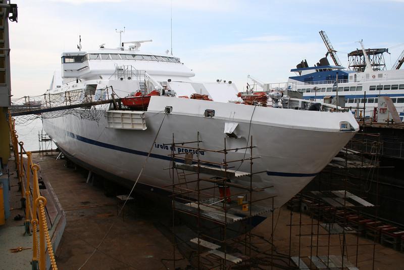2011 - HSC ISOLA DI PROCIDA in dry dock in Napoli.