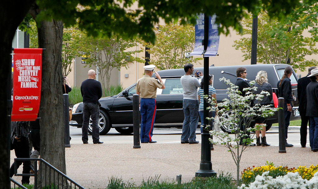 . The hearse carrying country music legend George Jones leaves after a public memorial service at the Grand Ole Opry House in Nashville, Tennessee, May 2, 2013.  REUTERS/Harrison McClary