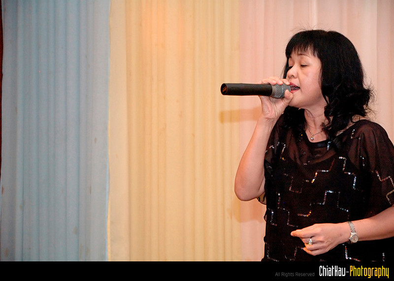 The dinner started, and there is a lot of great singers that day...