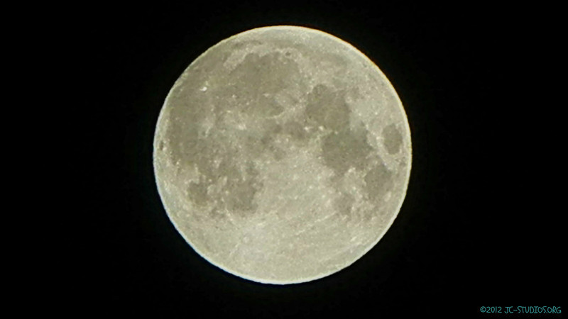11/28/2012 - full moon. trying hdr processing and cropped