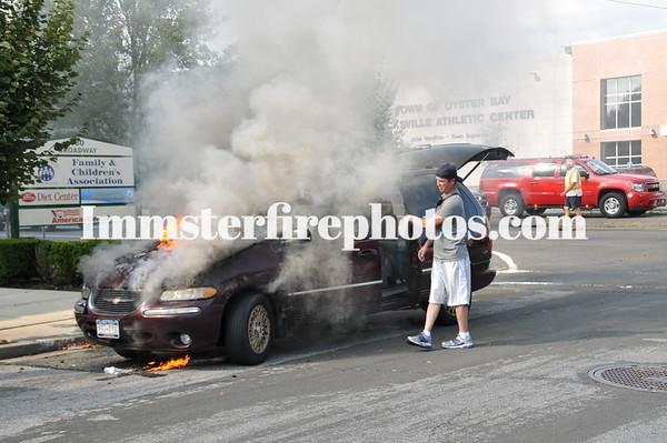 HICKSVILLE FD CAR FIRE W CARL ST