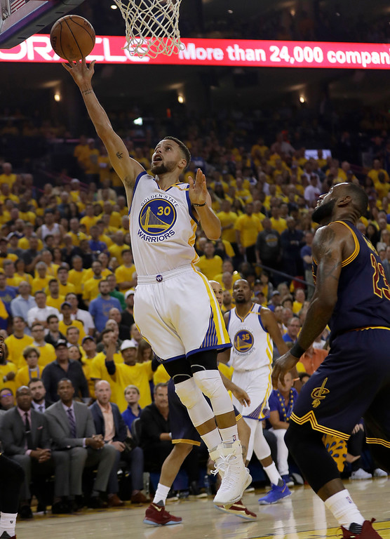 . Golden State Warriors guard Stephen Curry (30) shoots against the Cleveland Cavaliers during the first half of Game 1 of basketball\'s NBA Finals in Oakland, Calif., Thursday, June 1, 2017. (AP Photo/Marcio Jose Sanchez)