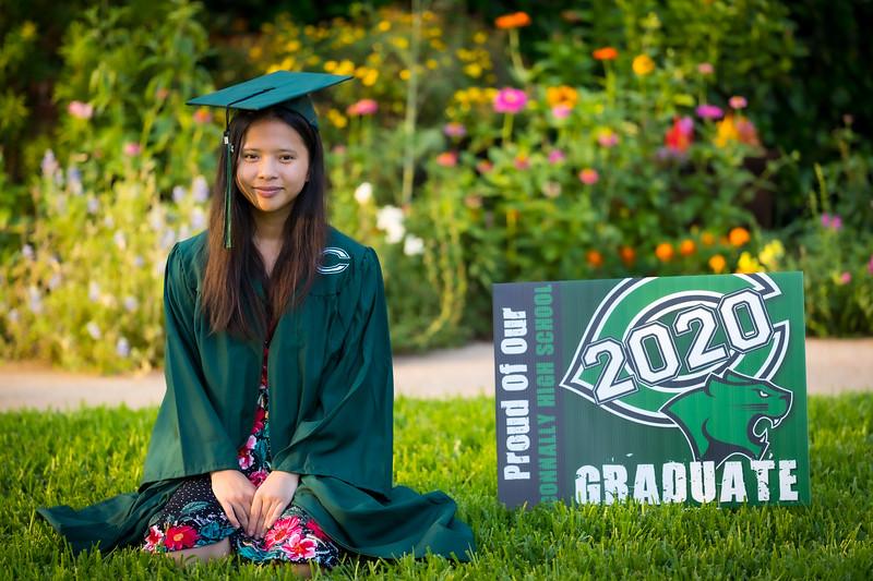 20200521_sarah-friends-connally-graduation_048.jpg