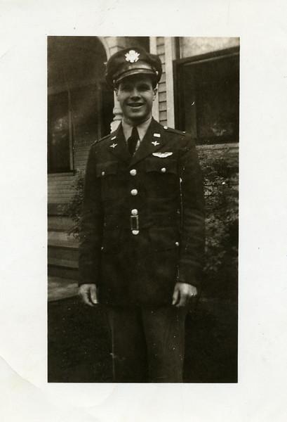 Lt John Thomas 19420046.jpg