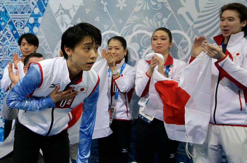 . Yuzuru Hanyu of Japan, left, bows to the crowd as he is applauded after competing in the men\'s team short program figure skating competition at the Iceberg Skating Palace during the 2014 Winter Olympics, Thursday, Feb. 6, 2014, in Sochi, Russia. (AP Photo/Darron Cummings, Pool)
