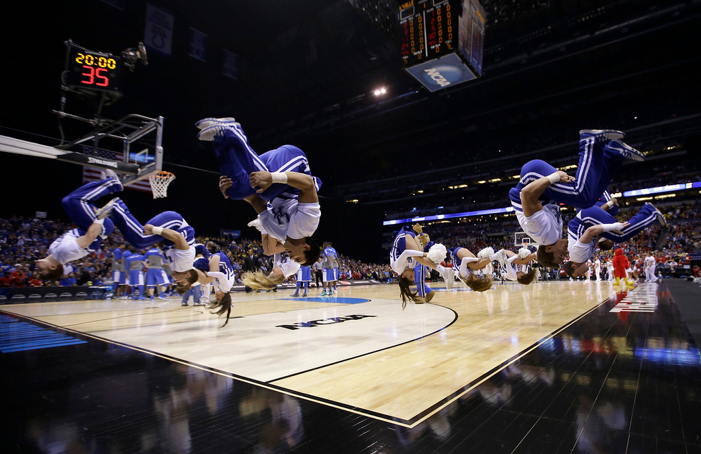 . Kentucky cheerlewest Regional see an NCAA Midwest Regional semifinal college basst the Louisvillnt game against the Louisville Friday, March 28,hoto/David J. Phapolis. (AP Photo/David J. Phillip)