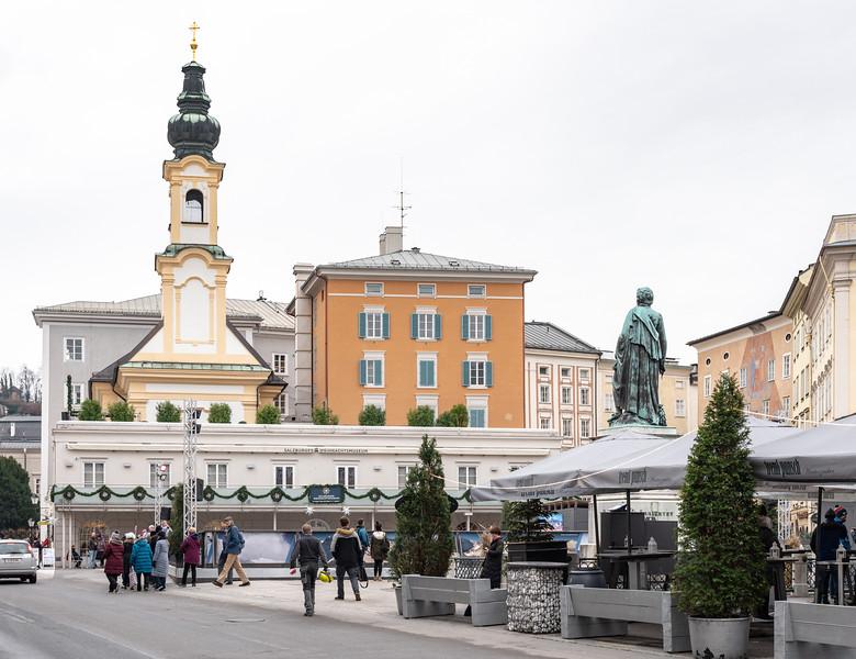 Mozart faces the Salzburg Christmas Museum