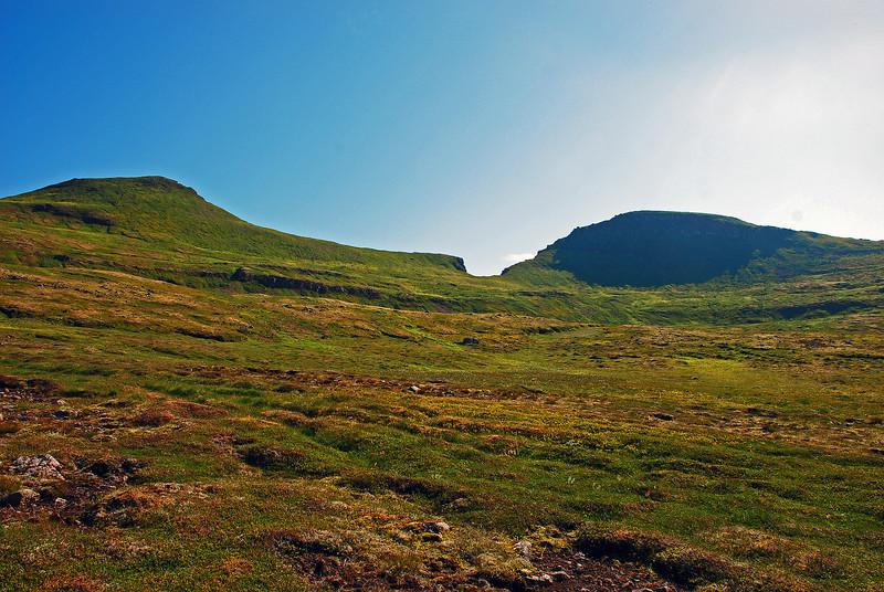 Eilífstindur, Harðviðrisgjá og Skófnaborg