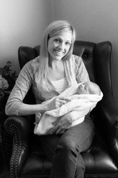 2014.03.30 Whitney Kronforst Newborn Photos B-W 78.jpg