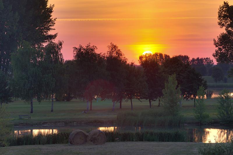 Napkelte a bükfürdői golfpálya fölött