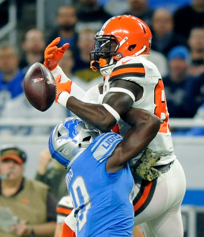 . Cleveland Browns tight end David Njoku (85) is unable to hold on to the ball after a hit from Detroit Lions linebacker Jarrad Davis (40) during the first half of an NFL football game, Sunday, Nov. 12, 2017, in Detroit. (AP Photo/Jose Juarez)