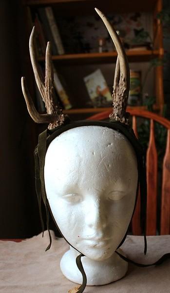 c0187e5fdeaae0be9129e1b84f27dbb1--deerskin-deer-antlers.jpg